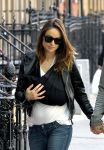 Celebrities Wonder 96450137_olivia-wilde-with-baby_4.jpg