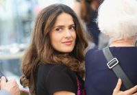 Celebrities Wonder 2386581_salma-hayek-cannes-2014_4.jpg