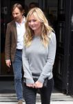 Celebrities Wonder 27412150_kirsten-dunst-leaving-BBC-Radio-2_3.jpg