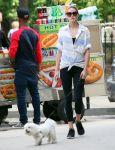 Celebrities Wonder 27519133_olivia-palermo-dog_1.JPG