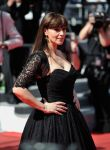 Celebrities Wonder 38079661_monica-bellucci-cannes-red-carpet_3.jpg