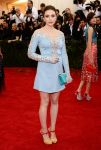 Celebrities Wonder 42995558_elizabeth-olsen-met-ball-2014_1.jpg