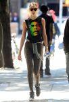 Celebrities Wonder 45077423_candice-swanepoel-leggings_1.jpg