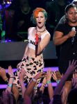 Celebrities Wonder 57542550_american-idol-season-finale_Hayley Wiliams 2.jpg