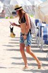 Celebrities Wonder 58380619_katie-cassidy-bikini-candids_5.jpg