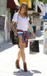 Celebrities Wonder 59173811_nikki-reed-shopping_3.jpg