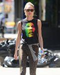 Celebrities Wonder 612812_candice-swanepoel-leggings_4.jpg