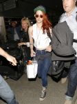 Celebrities Wonder 63218330_kristen-stewart-lax-airport_2.jpg