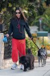 Celebrities Wonder 76539358_pregnant-mila-kunis-dogs_3.jpg