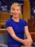 Celebrities Wonder 76869681_charlize-theron-jimmy-fallon_5.jpg