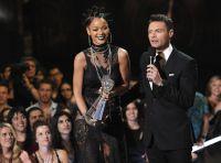 Celebrities Wonder 8320835_rihanna-iHeartRadio-Music-Awards_2.jpg