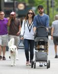 Celebrities Wonder 87764476_olivia-wilde-with-her-family_2.jpg