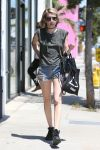Celebrities Wonder 90193371_emma-roberts-short-shorts_3.jpg