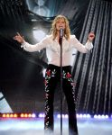 Celebrities Wonder 94711483_american-idol-season-finale_Jennifer Nettles 1.jpg