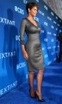 Celebrities Wonder 17735198_halle-berry-Premiere-Of-Extant_3.jpg
