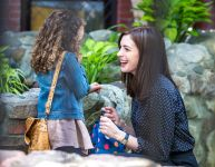 Celebrities Wonder 2098598_anne-hathaway-set-of-The-Intern_3.jpg