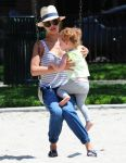 Celebrities Wonder 22085123_jessica-alba-daughter_1.jpg