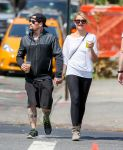 Celebrities Wonder 2582183_cameron-diaz-benji-madden_1.jpg