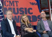 Celebrities Wonder 33001298_kristen-bell-2014-CMT-Music-Awards-Press-Conference_6.jpg