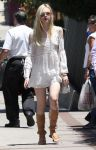 Celebrities Wonder 34143915_elle-fanning-in-Los-Feliz_1.jpg