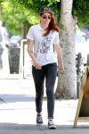 Celebrities Wonder 34341193_kristen-stewart-skinny-jeans_1.jpg