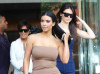 Celebrities Wonder 36376210_kim-kardashian-business-meeting_7.jpg