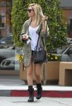 Celebrities Wonder 38679878_ashley-tisdale-nail-salon_2.jpg