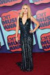 Celebrities Wonder 3904386_2014-CMT-Music-Awards-red-carpet_Kristen Bell 1.jpg