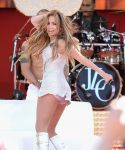 Celebrities Wonder 40274341_jennifer-lopez-Performing-Good-Morning-America_5.jpg
