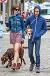 Celebrities Wonder 41044775_anne-hathaway-dog_2.jpg