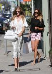 Celebrities Wonder 42597445_rosie-huntington-whiteley-shopping_3.JPG