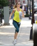 Celebrities Wonder 44115006_gisele-bundchen-running_3.jpg