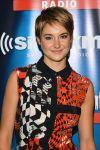 Celebrities Wonder 49160114_shailene-woodley-visits-SiriusXM-Studios_4.jpg