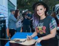 Celebrities Wonder 61292445_demi-lovato-1043-MY-FM-My-Big-Night_6.jpg