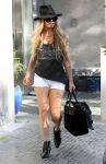 Celebrities Wonder 61553201_fergie-shorts_3.jpg