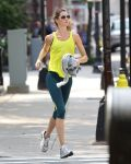 Celebrities Wonder 64811803_gisele-bundchen-running_1.jpg