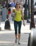 Celebrities Wonder 65648609_gisele-bundchen-running_2.jpg