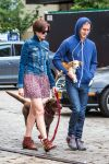 Celebrities Wonder 68786287_anne-hathaway-dog_3.jpg