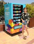 Celebrities Wonder 69137326_emma-roberts-Old-Navy-Flip-Flop-Vending-Machine_1.jpg