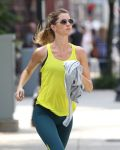 Celebrities Wonder 78121158_gisele-bundchen-running_4.jpg