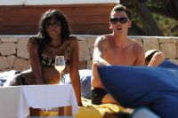 Celebrities Wonder 78329712_naomi-campbell-ibiza_7.jpg