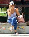 Celebrities Wonder 81223629_jessica-alba-daughter_2.jpg