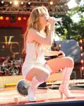 Celebrities Wonder 82554243_jennifer-lopez-Performing-Good-Morning-America_3.jpg