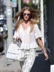 Celebrities Wonder 83089672_rosie-huntington-whiteley-shopping_4.JPG
