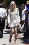 Celebrities Wonder 84824144_elle-fanning-in-Los-Feliz_2.jpg