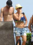 Celebrities Wonder 12621315_kaley-cuoco-bikini_3.jpg