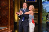 Celebrities Wonder 14884578_cameron-diaz-Tonight-Show-Starring-Jimmy-Fallon_5.jpg