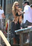 Celebrities Wonder 17827879_paris-hilton-swimsuit_3.jpg