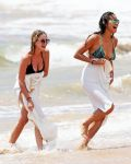 Celebrities Wonder 18985320_Ashley-Benson-Shay-Mitchell-bikini_2.jpg