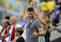 Celebrities Wonder 19394559_gisele-bundchen-world-cup-2014_7.jpg